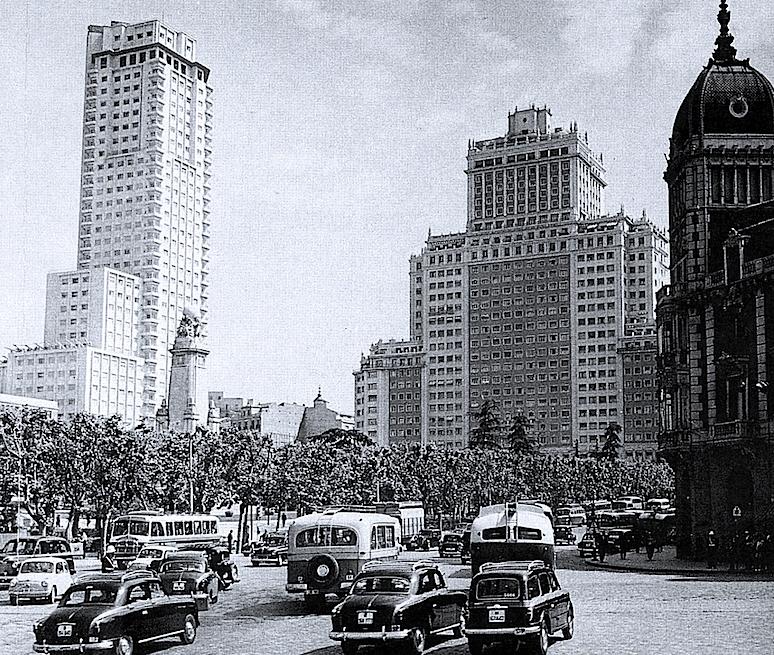 Plaza de espa a postales de un lugar maltratado el for Plaza los cubos madrid